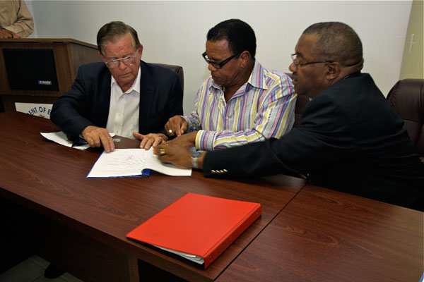 TWO-New-Terminal-Contract-Signing2567.jpg