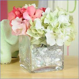 personalized_glass_vase_wedding_center_pieces.jpeg
